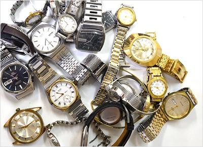 大量の時計